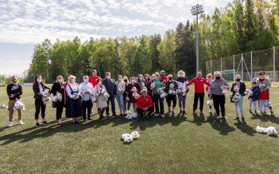 Socialinės akcijos partneriai vaikams padovanojo kamuolius